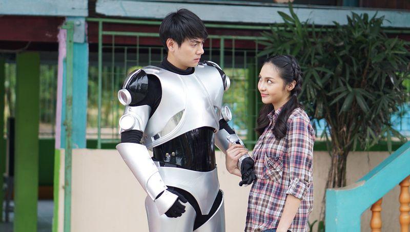 แบงค์ อาทิตย์ บุกสร้างสีสันรักสุดชุลมุน จีซุน - เปรี้ยว ในหวานใจนายหุ่นยนต์