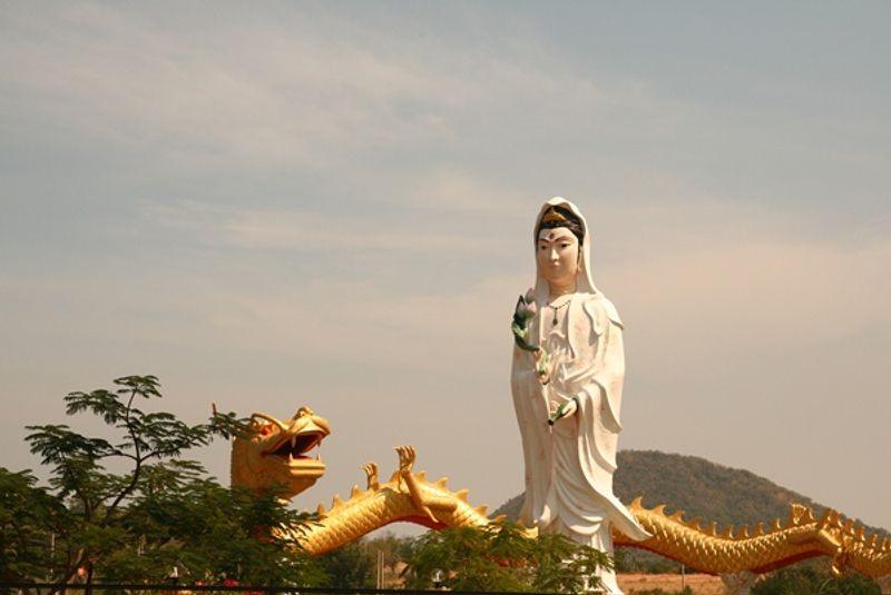 คาถาบูชาเจ้าแม่กวนอิม สำหรับชาวไทยเชื้อสายจีนหรือผู้ที่นับถือบูชา