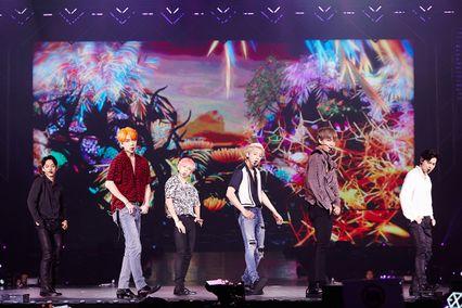 'EXO' โชว์การแสดงสุดยิ่งใหญ่สมฐานะราชาแห่ง K-POP ใน #EXplOrationinBKK รวมผู้ชมกว่า 33,000 คน!